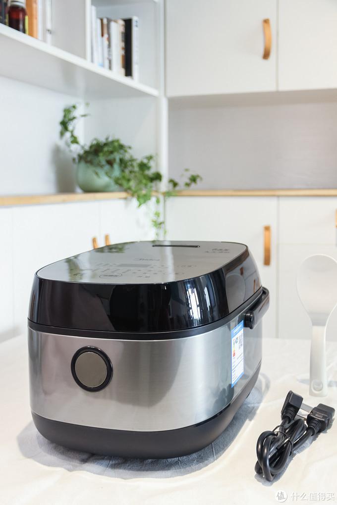 不仅减肥打辅助,还能美食全出炉的厨房小家电——美的低糖电饭煲