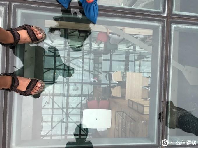 玻璃平台,建在百米之上。