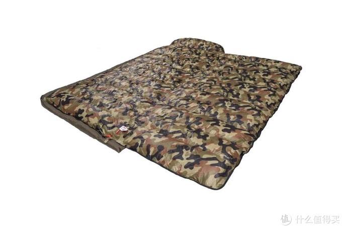这个睡袋有个好处就是可以平铺,当做垫子和被子都是不错的选择。