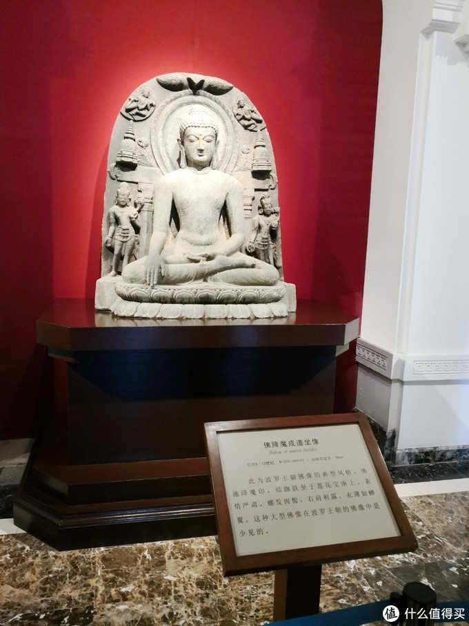 一进门是印度的佛像