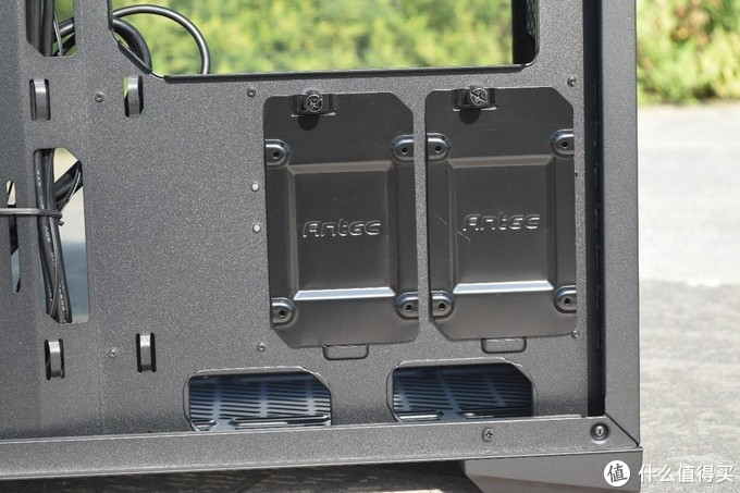 最近流行复古风?上置式电源位、前侧双透设计的安钛克P120机箱