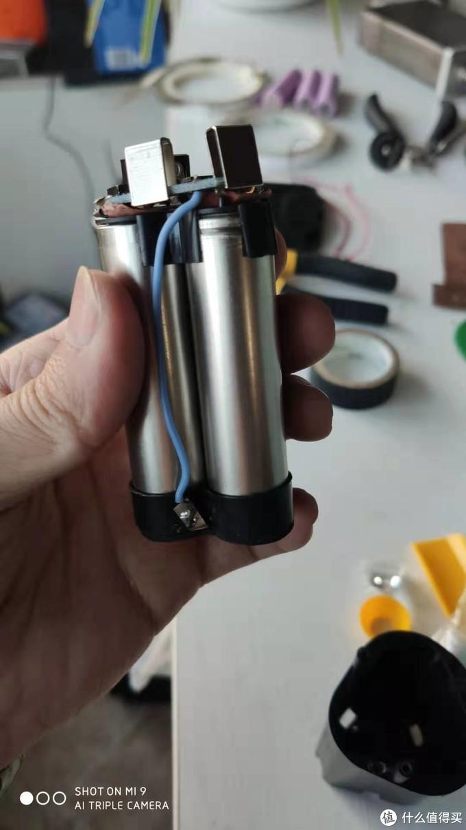 油菜君更换好的2400mah动力电池