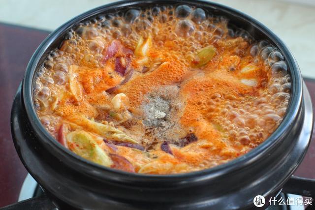 大冷天就喜欢炖上这一锅,麻辣酸爽贼啦过瘾,米饭比平时多吃一碗