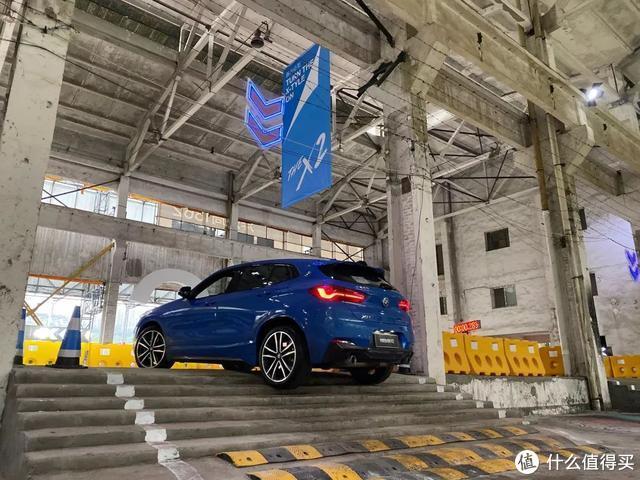 试驾:宝马操控最强的SUV,X2有魔力一般吸引人