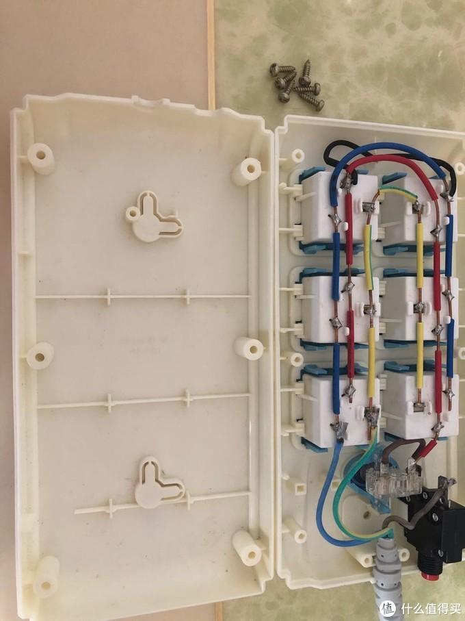 插线板指示灯坏了?达文西教你拆解测评及维修一个公牛排插