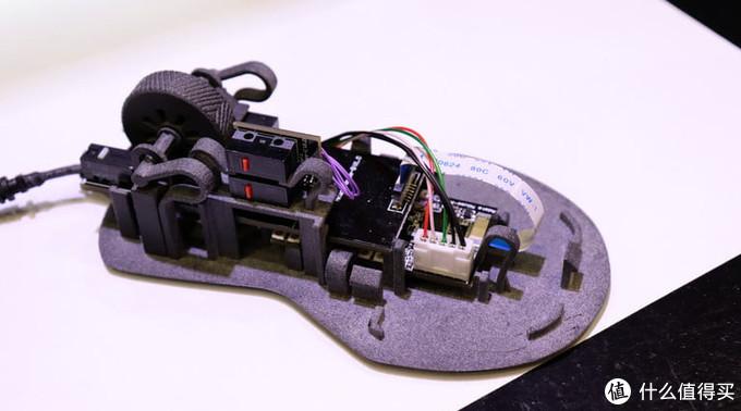 24K土豪金金、4D打印:ADATA 威刚 展出 XPG 召唤者键盘和HEADSHOT鼠标