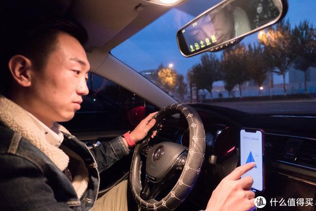 全自动车载无线充新升级——卡斐乐给你更具科技感的驾驶体验