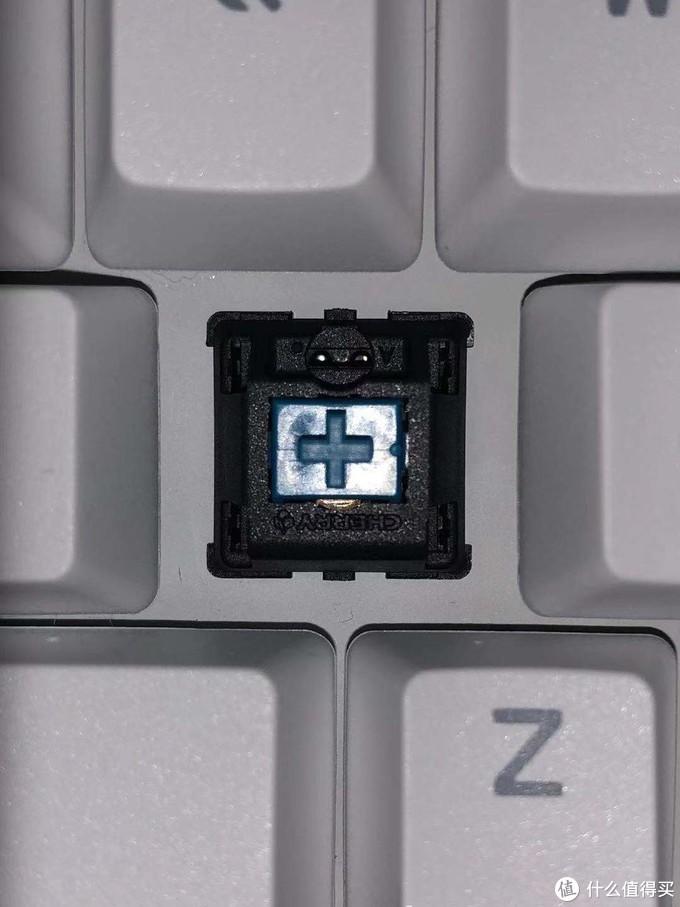 279块卖的樱桃青轴104键机械键盘到底香不香?