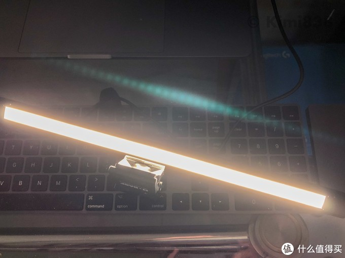 ▲BASF荧幕灯的三档亮度,如上图,最大亮度下可以重现iPhone摄像头的鬼影