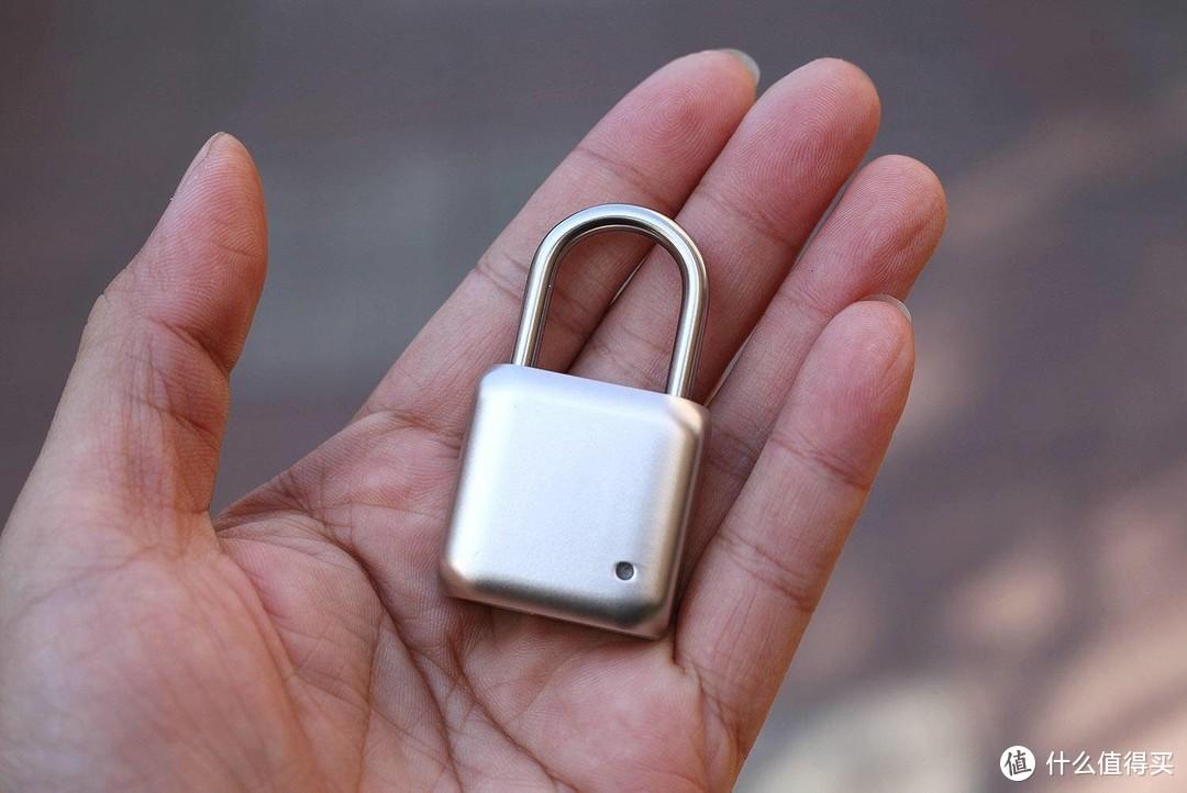 游泳还把钥匙塞裤衩里?我们都用指纹锁了!