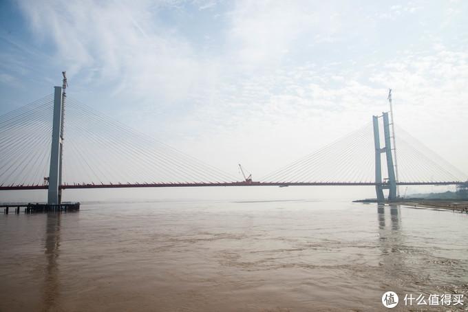 正在建的跨河大桥
