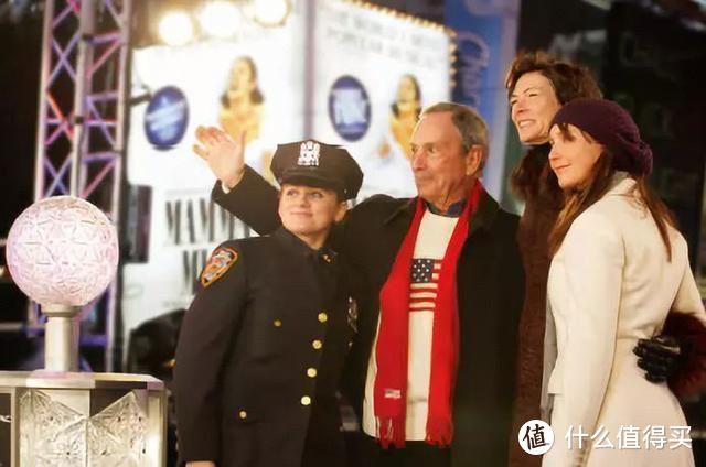 图:布隆伯格担任纽约市长期间,在纽约时代广场与大家共度新年