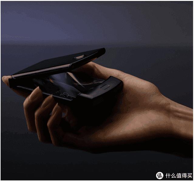 "RAZR""刀锋""回归!Motorola 摩托罗拉 将推出 RAZR 可折叠智能手机"