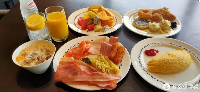 7月18日的酒廊早餐