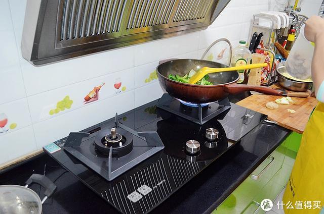 不会做饭,担心干锅溢锅,云米AI燃气灶统统帮你搞定