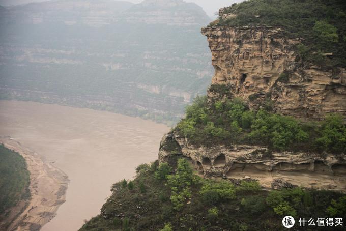 黄河两岸很常见的岩层地貌,不过成规模的少