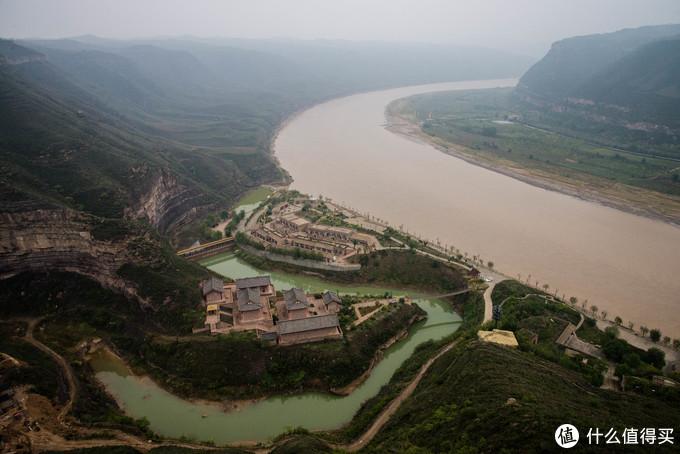 清水湾与黄河融汇处新修的古镇