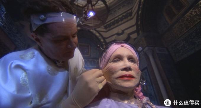 小公务员和上访女的爱情,被这位无厘头鬼才拍成了cult片经典 | 邪典录像厅10