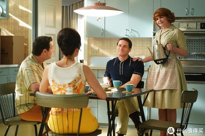 """本时间线的主角是""""白雪公主""""贝斯,是一名家庭主妇。每天的乐趣就是给丈夫做饭。"""
