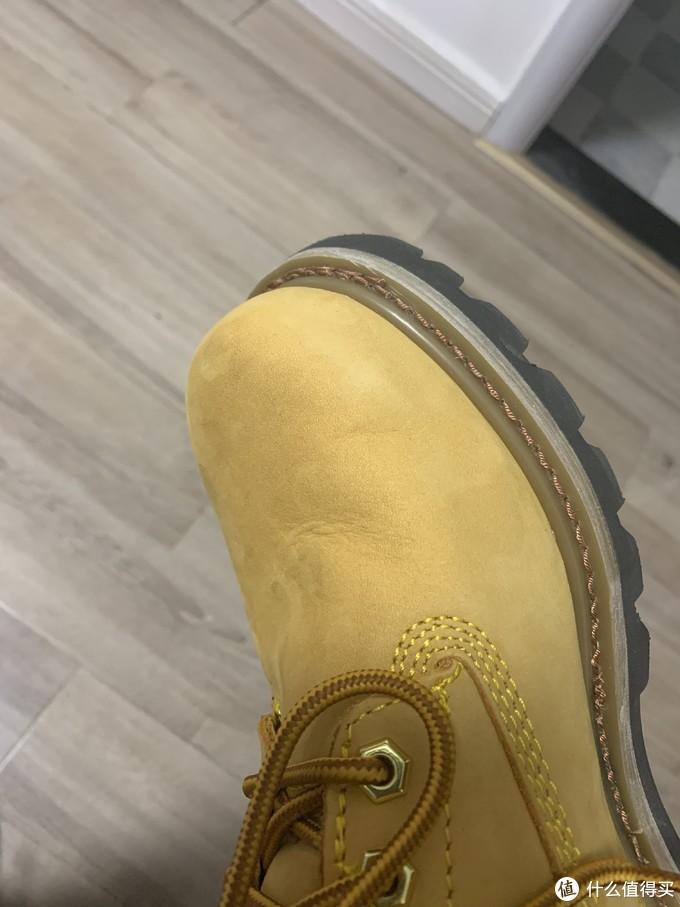 才穿了2次鞋面就有些折痕了,估计以后更严重