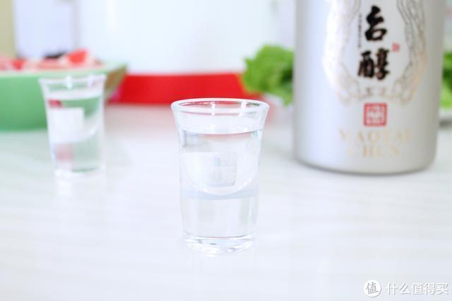 酒逢知己千杯少,这瓶柔和酱香型白酒口感确实没让我失望