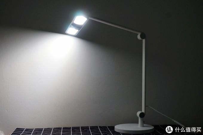 智能控制、光感调光,工作生活两相宜!Yeelight光感智能台灯V1!