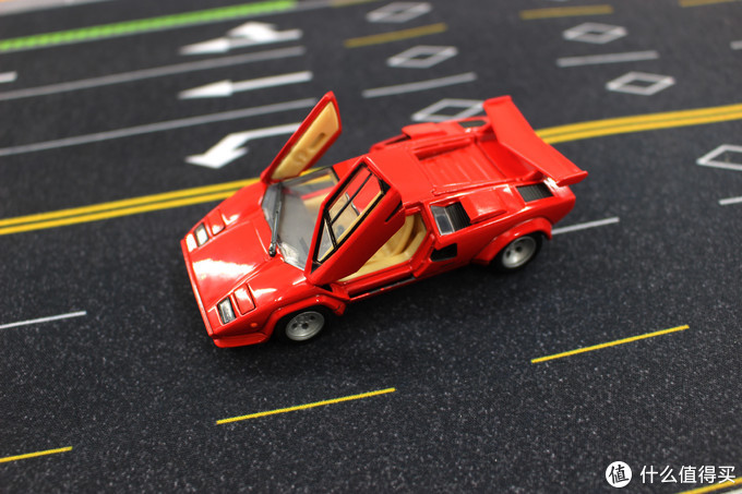 TAKARA TOMY多美卡 1:43兰博基尼康塔什Lambroghini Countach LP500S 开箱