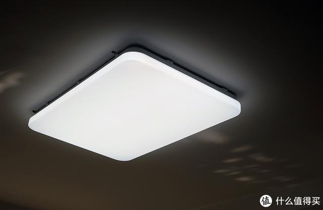 客厅吸顶灯白天的白色显示效果