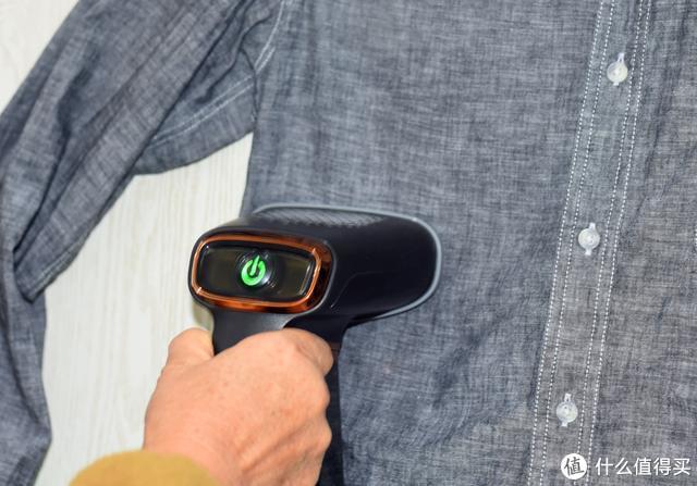 换装褶皱秒变样,衣未家用挂烫机解决多重用户痛点,方便好用