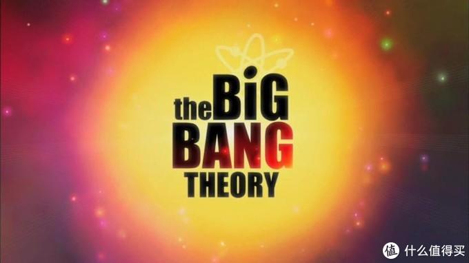 《生活大爆炸》是2007年播出美国情景喜剧 该剧讲述的是四个宅男科学家和一个美女邻居发生的搞笑生活故事 全剧共12季 2019年完结 历时12年