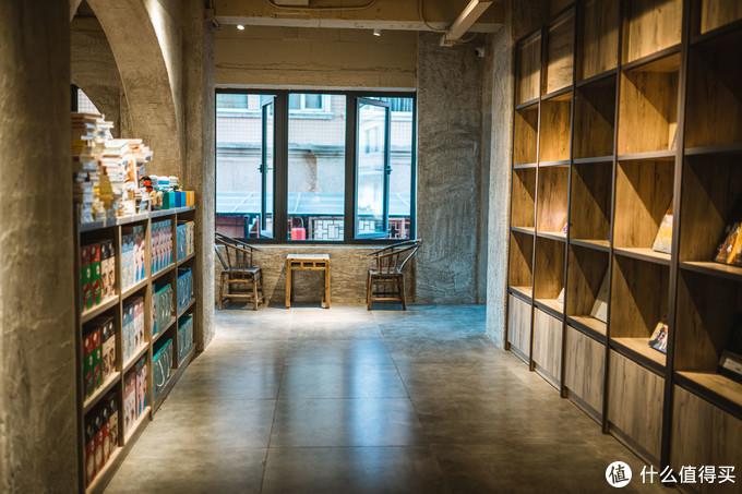 成都首家洞穴书店——几何书店