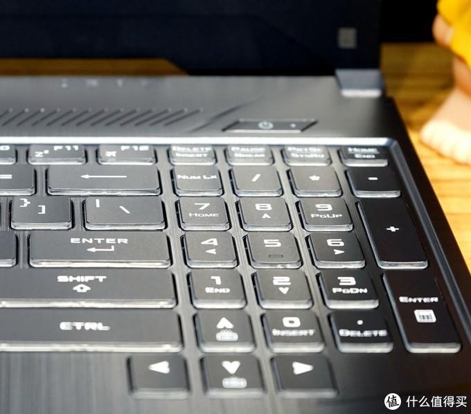工作游戏两不误——华硕飞行堡垒7游戏笔记本入手和游戏详测