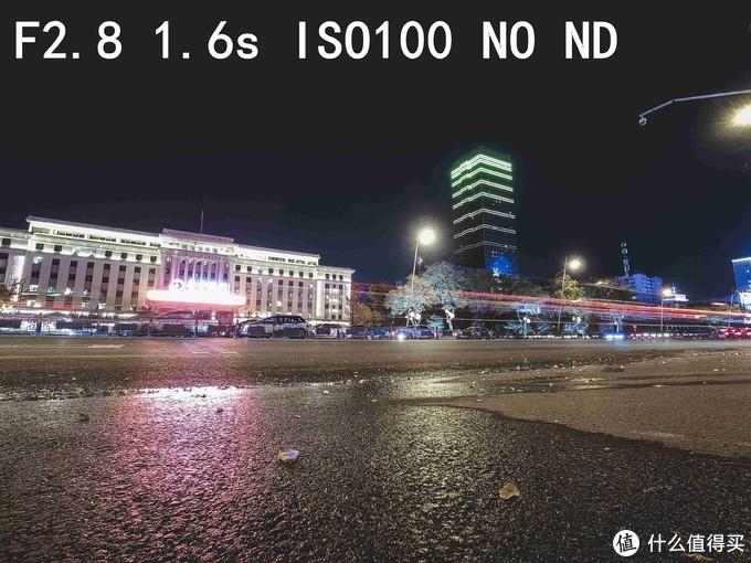 晚上的车流灯轨效果也是很多朋友喜欢拍摄的题材,这里没有安装ND镜,可以看到快门速度在1.6秒的时候已经是正常曝光了,如果继续降低快门速度带来的就是建筑物上的灯光部分曝光,然后一片惨白