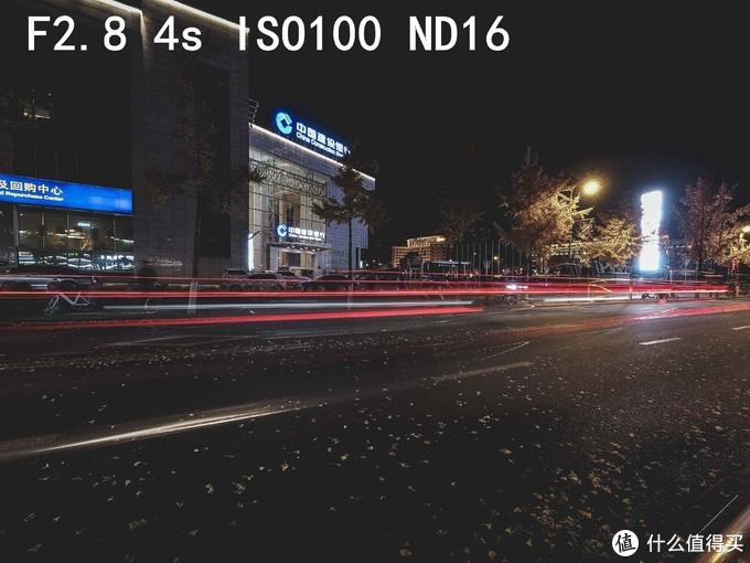 同样是ND16配合4秒快门的效果,如果站在一座天桥向下拍摄车流,那想必效果会更好。