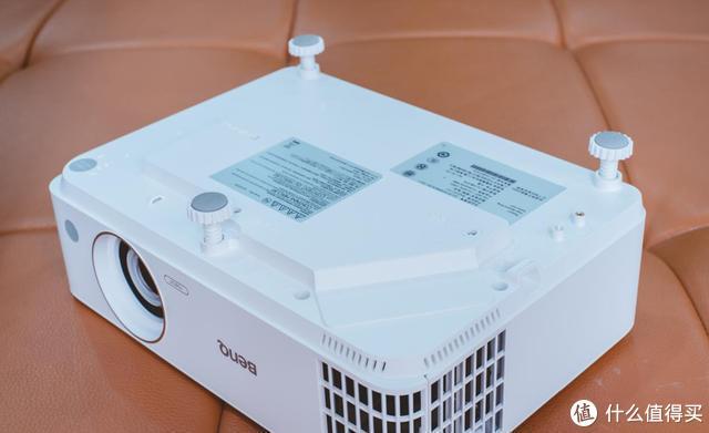 家里适合装投影机吗?你应该问该装哪款投影机!