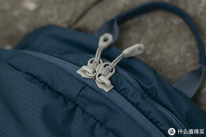 主包的YKK拉链