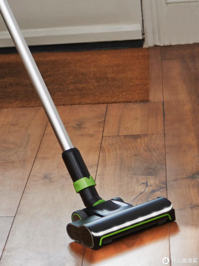 怎样可以快速的把家里地板打扫干净?