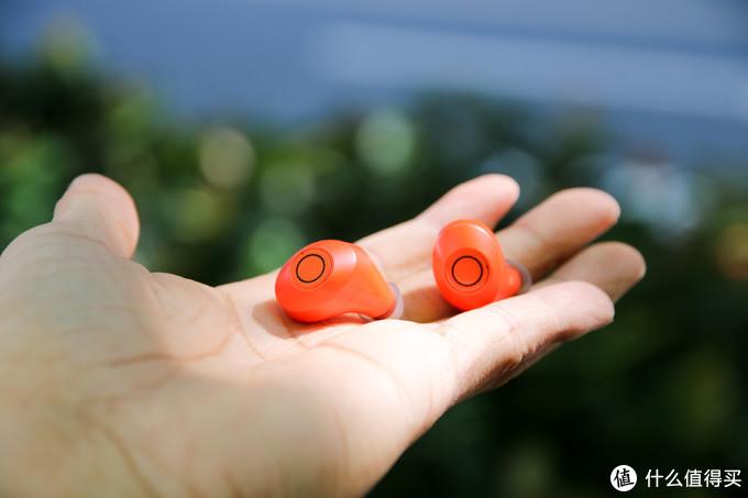 配上我的iPhone,MOMAX真无线耳机,青春时尚珊瑚红