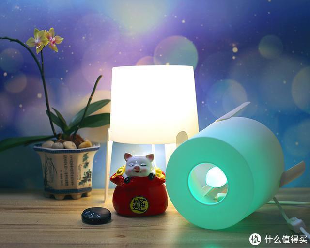 冷暖光随意调七彩光更添氛围,QUBIC调调新鲜灯泡上手体验