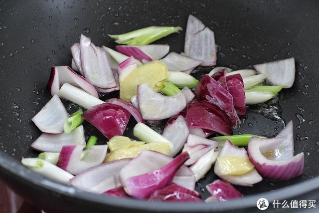 立冬将至,给家人炖上这一锅,香浓美味、暖身暖胃,米饭又遭殃了