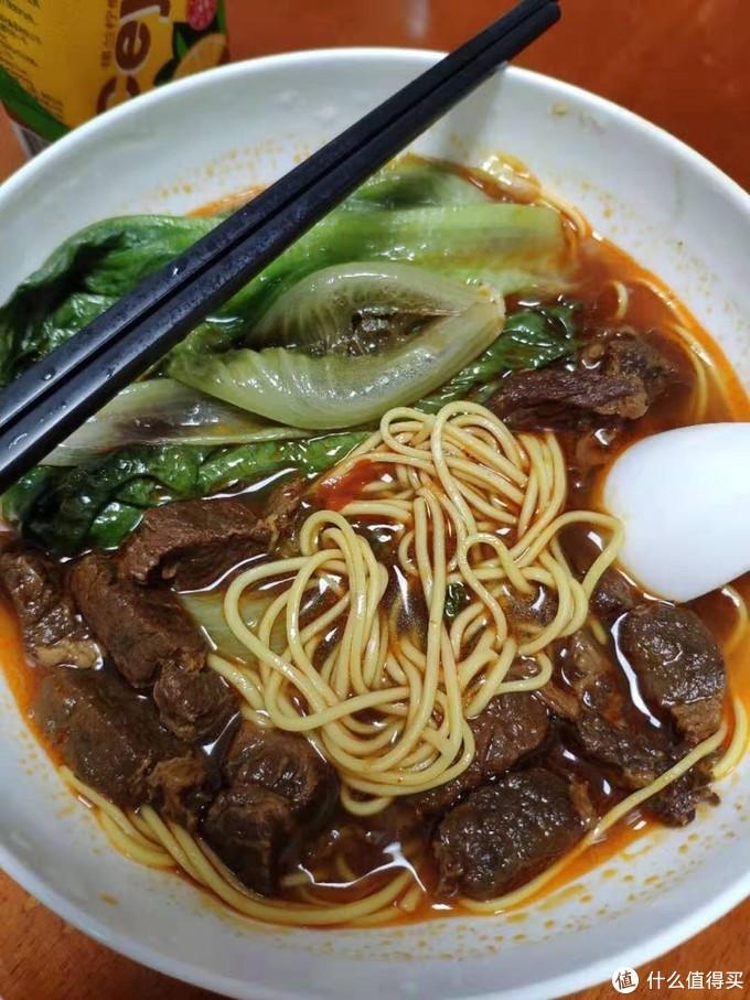 拿剩下的牛肉汤做碗面,满足