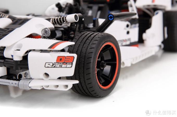 定制的赛道轮胎 更强的抓地力