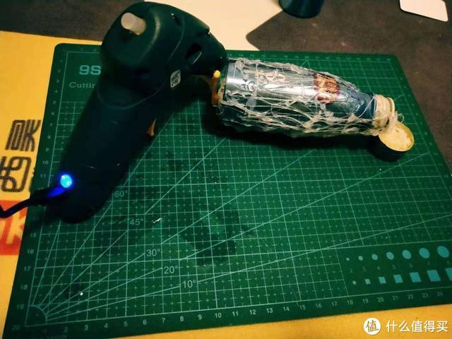 世达家的锂电池热熔胶枪安全沉稳简单可依赖