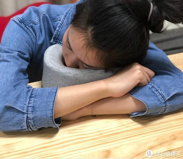一维生活颈部按摩器——U型按摩枕测评
