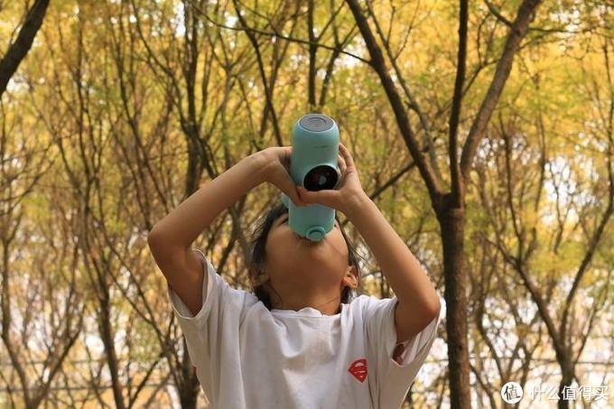 内置天猫精灵,让孩子在玩耍中养成喝水的好习惯——Gululu Q智能语音水杯测评