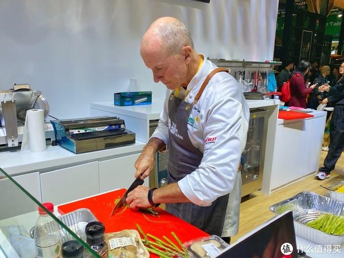 很多展区现场有大厨在展示厨艺,但这些往往是不会给试吃的。