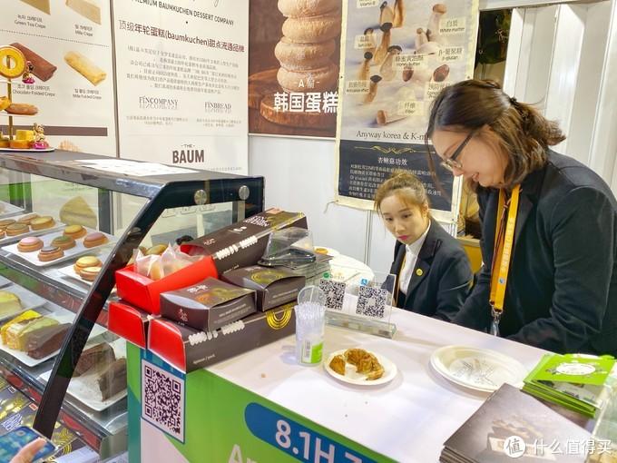 韩国展区看了海苔,但是夹心的比较少,口味真的还没国产的好吃。但是这个韩国小蛋糕比起展会里面的餐饮,真是好价。