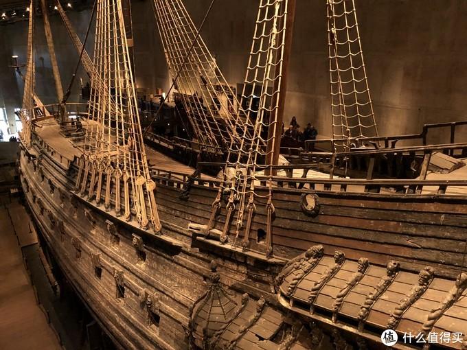 沉船被拖上岸后的船坞,后来就直接在原地盖起来了博物馆