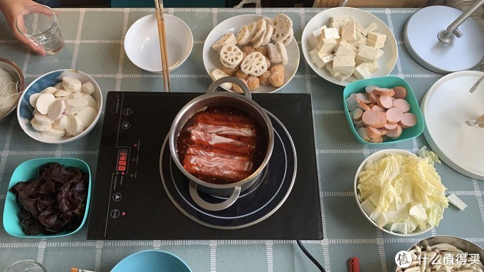 一场火锅家宴是异国最大的盛情,感谢两位旅德好友的温暖相伴,尤其还提着电磁炉和粉丝跨越了东西德