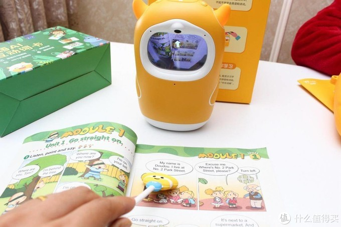 牛听听读书牛,绘本机器人化身孩子的随身家教
